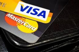 Путин разрешил Visa и MasterCard остаться в РФ