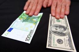 Рубль подешевел после решения ЦБ о повышении ставок по валютным аукционам