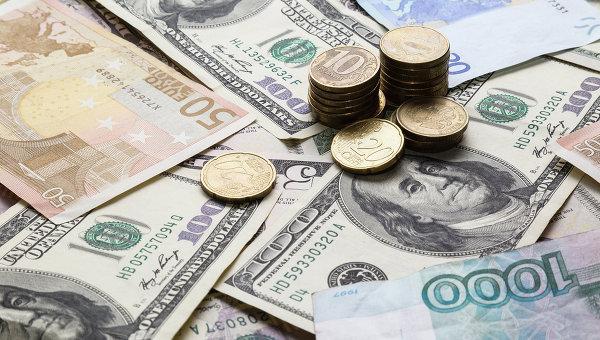 Рубль слегка снижается к евро и стабилен к доллару