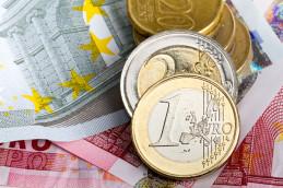 Евро подорожал на 1,5 рубля