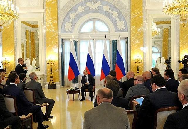 Путин обещает сдерживать укрепление рубля, чтобы поддержать конкурентоспособность отечественного бизнеса