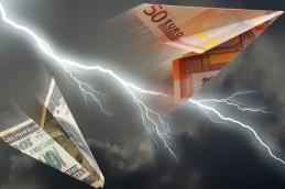 Доллар и евро начали неделю с падения