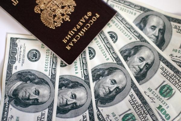 Доллар подорожал до 55 рублей впервые с 7 апреля
