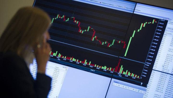 Официальный курс рубля вырос вслед за биржевым