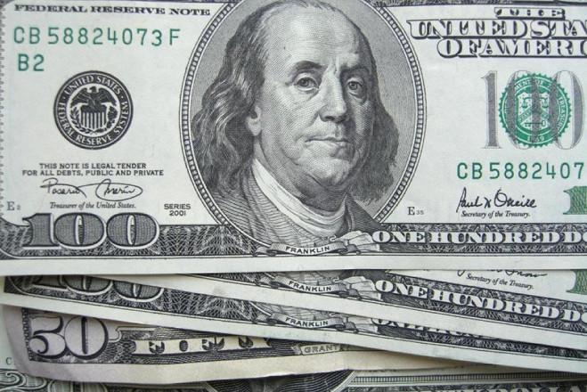 Курс доллара превысил 55 рублей впервые за две недели