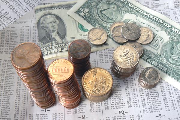 Доллар вырос до 56 рублей впервые за три недели