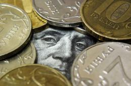 Доллар забыл про своё падение, вырос на 62 копейки