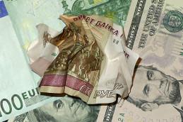 Рубль вновь слабеет на глазах