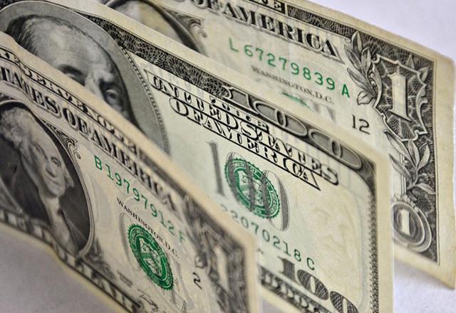 Доллар впервые с 20 марта превысил 60 рублей