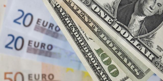 Доллар дорожает на фоне девальвации юаня