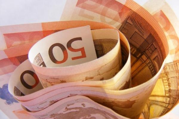 Биржевой курс евро поднялся до 73 рублей впервые с февраля