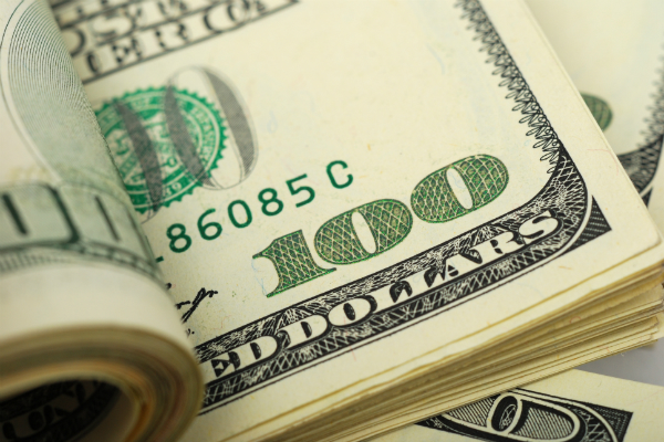 ЦБ поднял курс доллара до 63 рублей