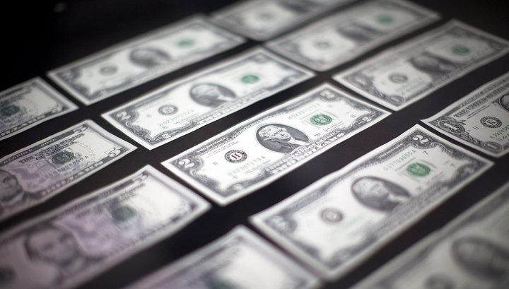 Официальный рубль вырос к доллару и евро