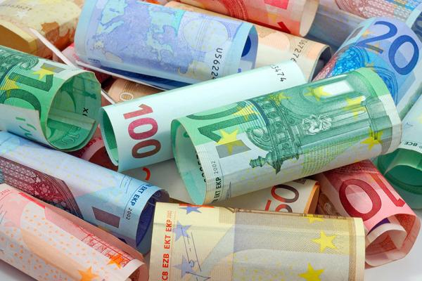 ЦБ поднял курс евро выше 69 рублей