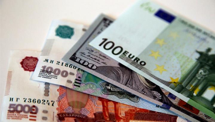 Доллар и евро выросли к рублю, отыгрывая снижение цены на нефть