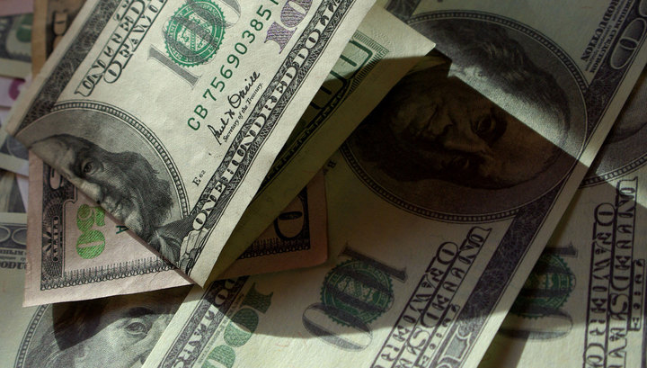 Торги: доллар ниже 62, евро — ниже 69 рублей