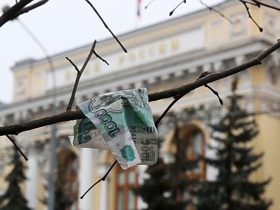 Рекордные курсы доллара и евро: экономисты предсказали будущее рубля