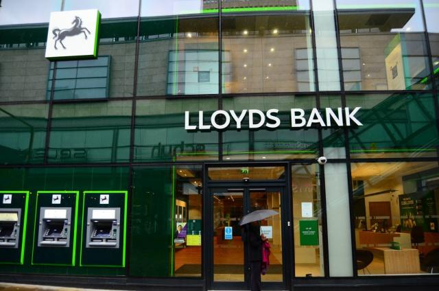 Великобритания продлила продажу акций Lloyds