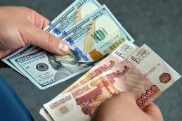 Рубль упал после решения ОПЕК не пересматривать квоты на добычу нефти