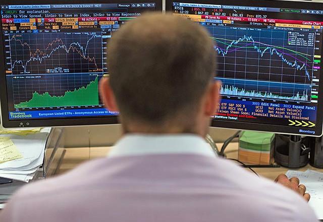 Рубль снова пошел вниз после смены тренда на нефтяных биржах