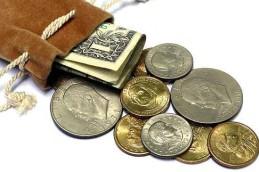 Доллар и евро упали до январских минимумов, испугавшись дорогой нефти