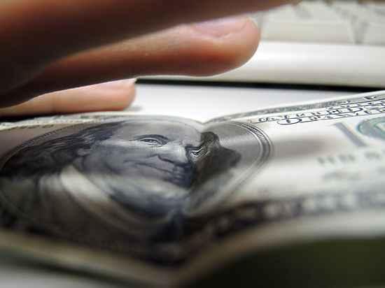 Доллар перескочил уровень 80 рублей на открытии торгов