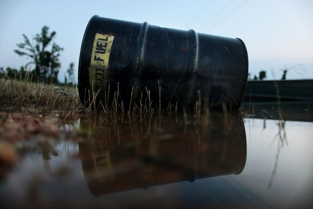 США сокращают добычу, но нефть дешевеет