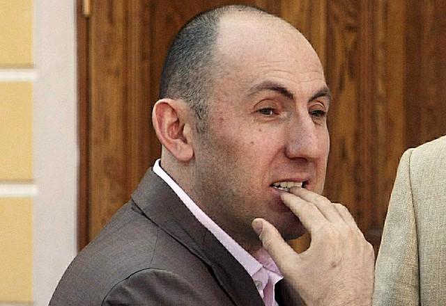 Суд добавил претензии «Райффайзенбанка» в дело о банкротстве театрально-бананового деятеля Кехмана