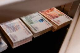 ЦБ укрепил рубль на майские праздники