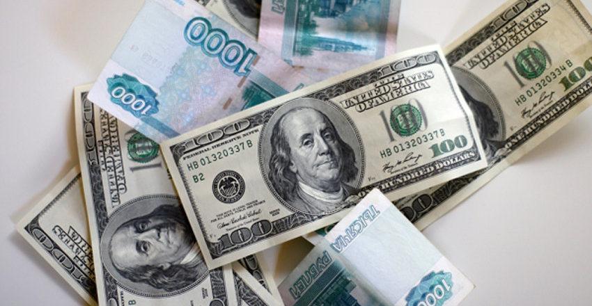 Курс евро на открытии торгов прибавил более двух рублей