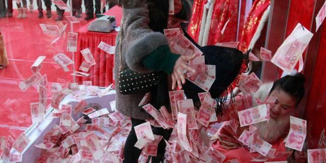 Китай девальвировал юань до минимума за 5 лет