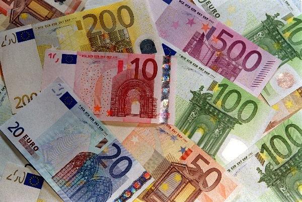 ЦБ снизил курс евро до 75,5 рубля
