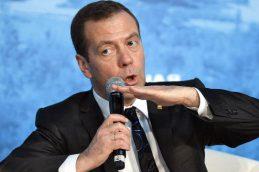 Медведев: ВЭБ должен стать модератором кредитов