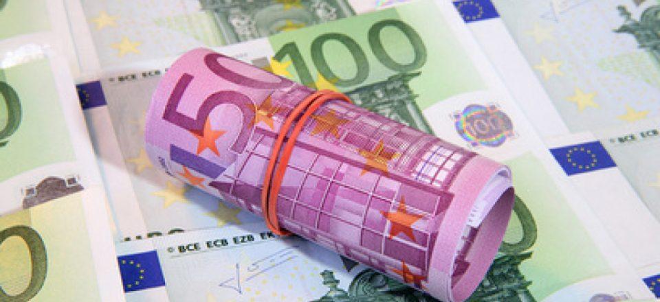 Центробанк опустил курс евро до 73 рублей