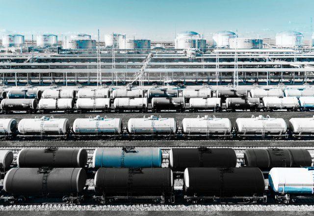Китай сократил импорт нефти из России