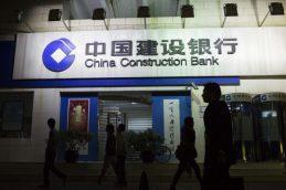 Банки Китая сокращают штат и снижают зарплаты