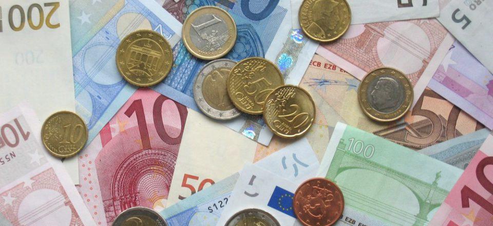 Официальный курс евро вырос до 69,3 рубля