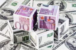 Банк России опустил курс евро почти на два рубля