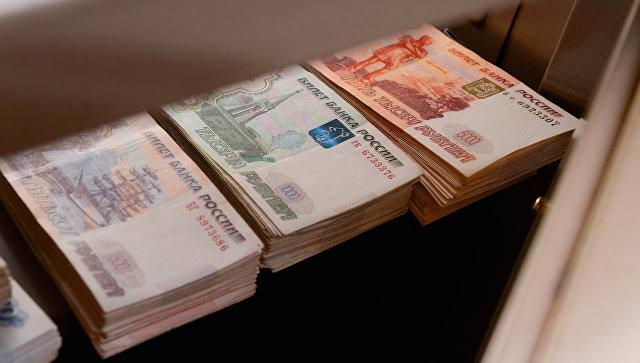 Рубль корректируется вниз к доллару и евро после вечернего роста в среду
