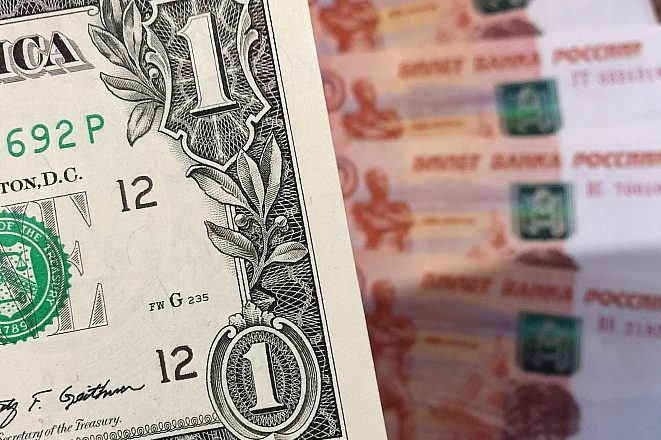 Официальный курс доллара задержался на 60 рублях