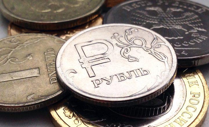 Рубль начал 2017 год с роста и к доллару, и к евро