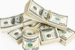 Официальный курс доллара вернулся за отметку в 58 рублей
