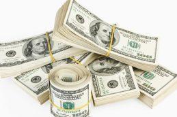Официальный курс доллара превысил 58 рублей