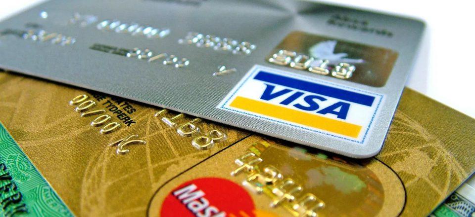 Банки в I квартале увеличили выдачу карт на 15,4%