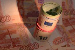 Евро вырос выше 62 рублей впервые с 28 марта