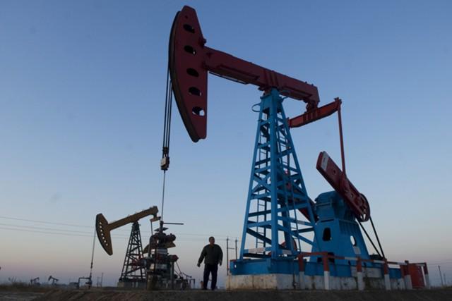 Нефть отскакивает от минимумов 2017 года