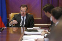 Медведев установил максимальные суммы банковских гарантий