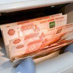 Большинство россиян хранят сбережения в рублях, выяснили социологи