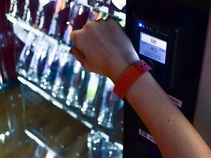Альфа-Банк выпустил первый в России платежный фитнес-браслет