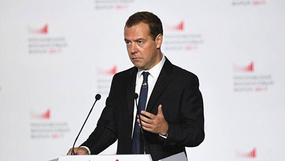 Инфляция в России находится на историческом минимуме, заявил Медведев
